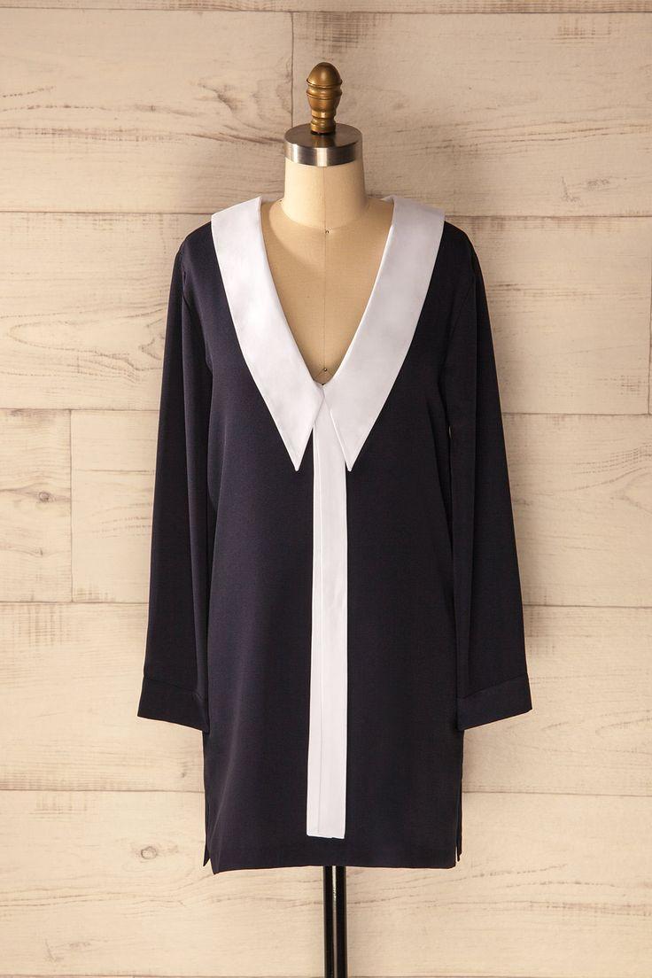 L'invasion britannique des années 1960 frappe à nouveau à nos portes !  It's the resurgence of the 60's British Pop invasion! Airdrie - White collared navy tunic dress www.1861.ca