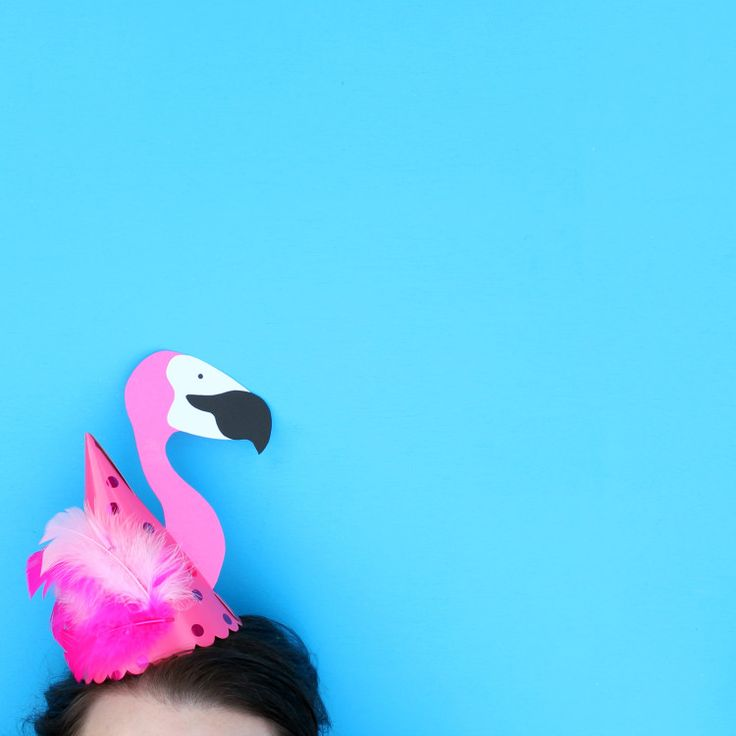 Make your own flamingo party hat #flamingoparty