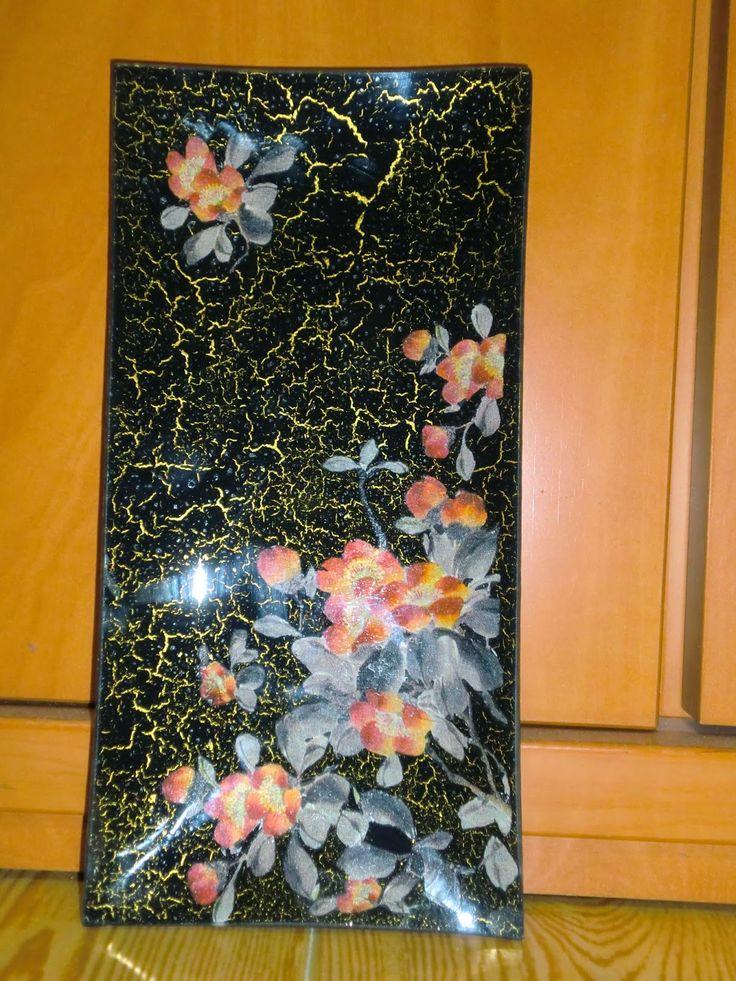 Plato de cristal decorado con flores