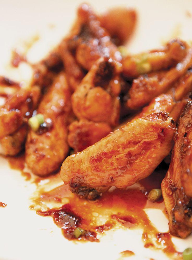 Recette de Ricardo d'ailes de poulet à l'américaine.  Ces ailes de poulet toutes simple à préparer seront idéales pour écouter une partie de son sport préféré.