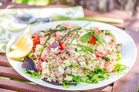 Kesäinen tonnikala -couscoussalaatti