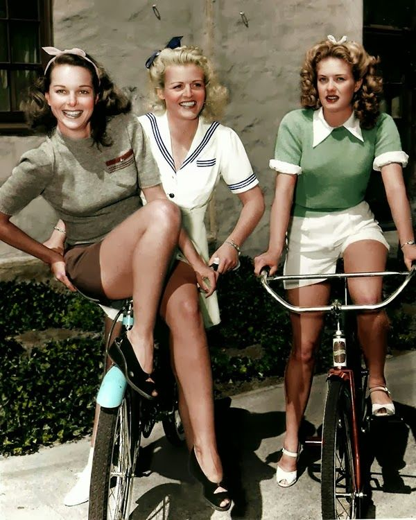 Fashion 1940s Two Female Models Flirty 40s Style Evening: 975 Best 40's Glamour.. Images On Pinterest