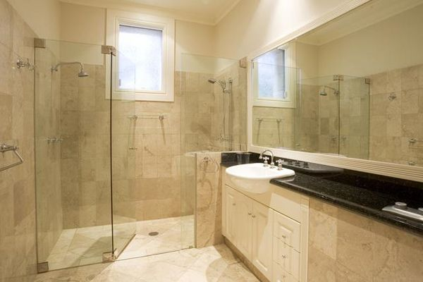 Onyx tile bath distributors bathroom natural stone tile for Small bathroom natural