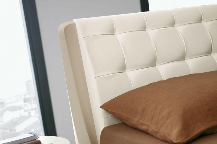Camera da letto bianca 56 - testiera del letto Orio in ecopelle | Napol.it