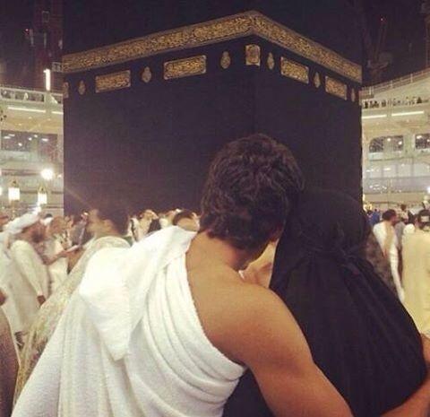 Hasil gambar untuk moslem couple romantic masjidil haram