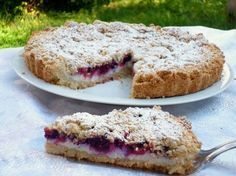 Sbriciolata ricotta e frutti di bosco, una torta golosa senza burro né uova, farcita con una delicata crema di ricotta alla vaniglia e frutti di bosco
