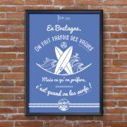 Témoignez votre amour pour la Bretagne en grand format ! Avec le poster surf, affirmez votre pied marin, votre amour pour l'océan ou encore votre caractère bien trempé ( à l'eau salée ) ! #madbzh #aaska #bzh #breizh #bretagne #morbihan #humour #bretonneries #graphisme