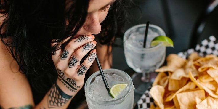 Come capire cosa piace a letto a una ragazza sulla base di ciò che beve