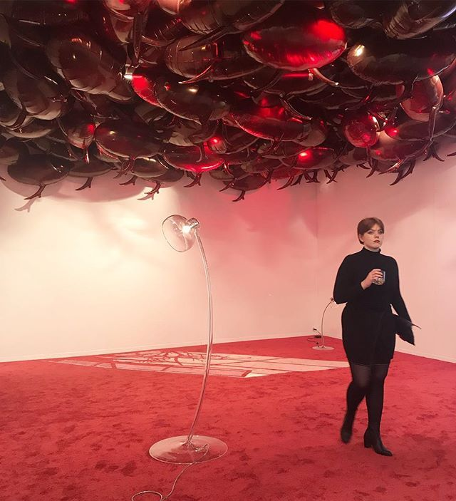 Philippe Parreno Speech Bubbles (Transparent Red) 2017 (ceiling: 1500 Mylar ballons helium and mold of ballons); Philippe Parreno Happy Ending 2015 (background foreground: crystal electrial system dimmer switch plug in metal); Philippe Parreno 6:00 PM 2000-2006 (floor: carpet) @gladstone.gallery @zonamaco #PhilippeParreno