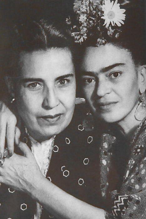 Frida Kahlo y Guadalupe Marin, la primera esposa de Diego Rivera.