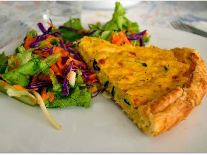 Uma rápida e deliciosa tarte para desfrutar morna ou até fria, acompanhada de uma salada. - Receita Prato Principal : Tarte de milho (vegetariana) de Pedacinhodenoz.blogspot.pt/