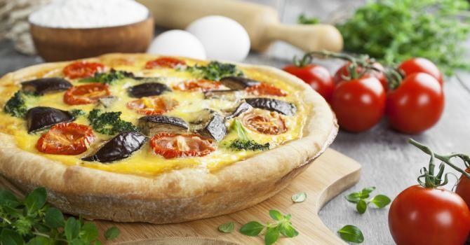 Recette de Quiche allégée aux aubergines, tomates et brocoli. Facile et rapide à réaliser, goûteuse et diététique.