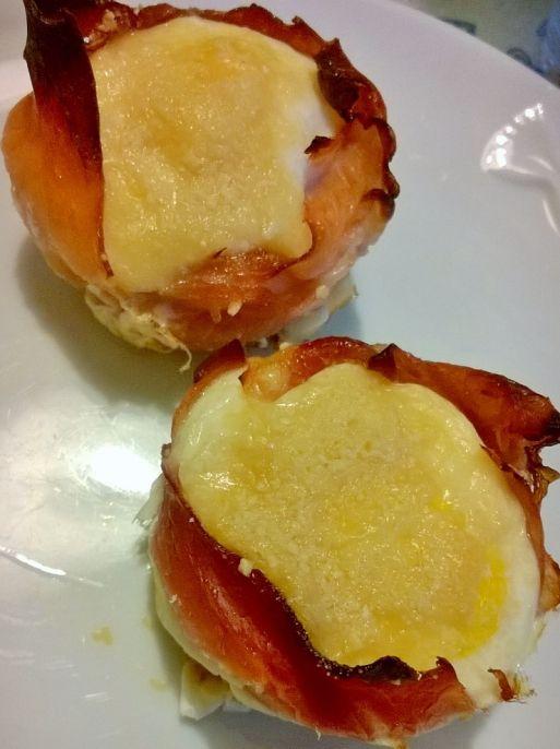 Cestini di uova al forno.