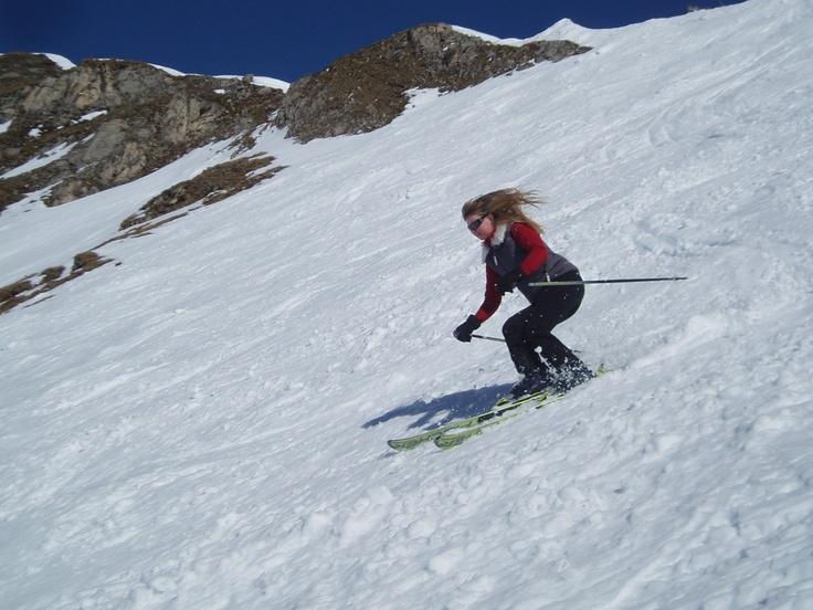 Bogusia oprócz pasji jaką są dla niej finanse osobiste, kocha sporty dostarczające dużo wrażeń :) Narciarstwo alpejskie, łyżwiarstwo figurowe, windsurfing , no i oczywiście co się z tym wiąże podróże, które wprost uwielbia!!!!!