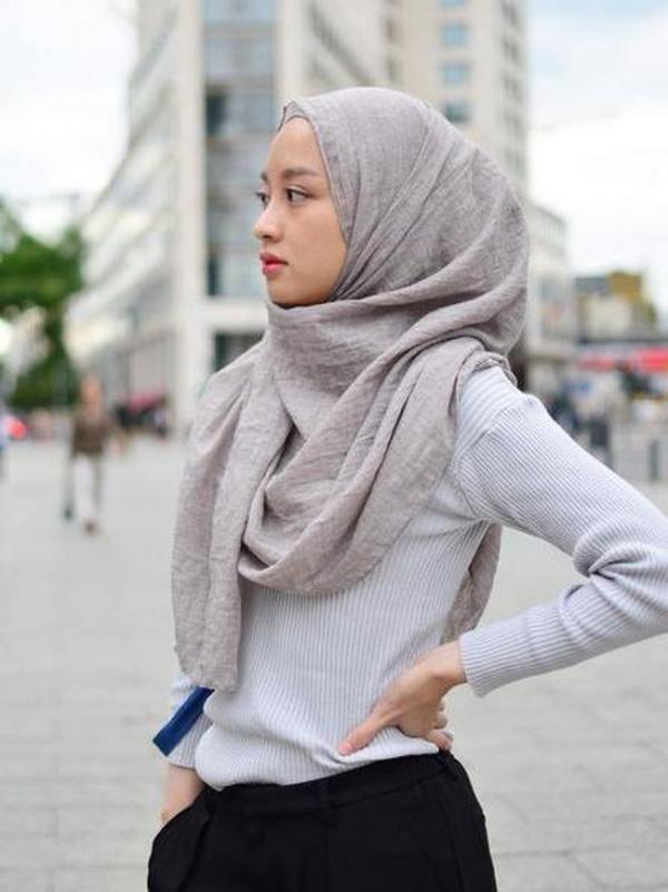 Foto: Gaya Hijab Simple Anak Kuliah ala Hijabers Cantik Gita Savitri