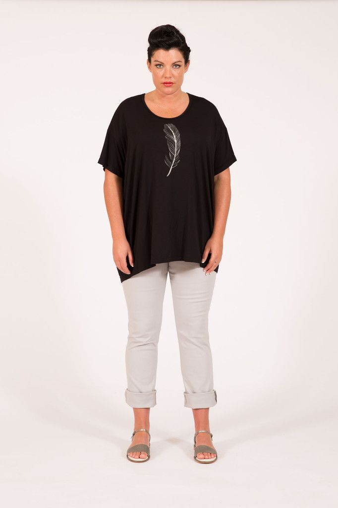 S16042 Feather Box Tee Black Multifit