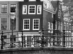 Vlies fotobehang Amsterdam Zwart Wit - Zwart wit behang | Muurmode.nl