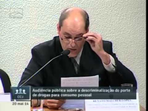 Neurocientista Renato Malcher falando sobre a maconha no Senado