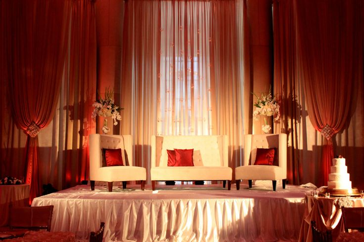 Rich, stunning and beauty! the elegant  stage I made at the Bently Reserve in San Francisco, CA. This wedding was jaw dropping!