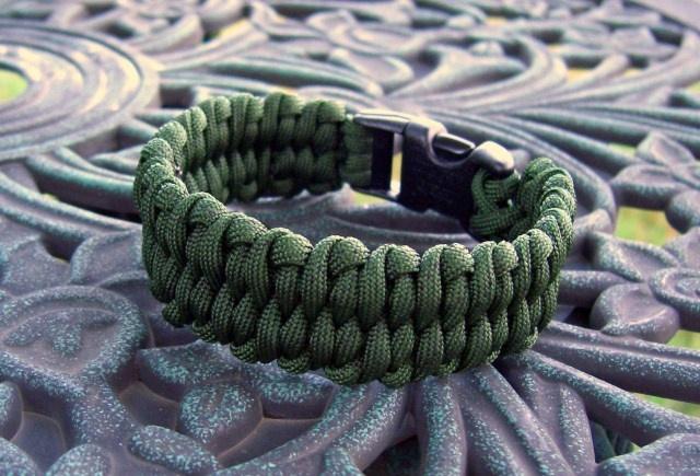 'Dragon's Tongue' paracord bracelet...Crafts Ideas, Paracord Bracelets, Dragons Tongue, Hockey Boys, Tongue Paracord, Diy Bracelets, Post Photos, Stormdrane Blog, Diy Projects