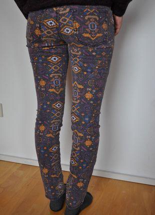 Kaufe meinen Artikel bei #Kleiderkreisel http://www.kleiderkreisel.de/damenmode/rohrenhosen/116749282-lila-bunte-hose-mit-muster