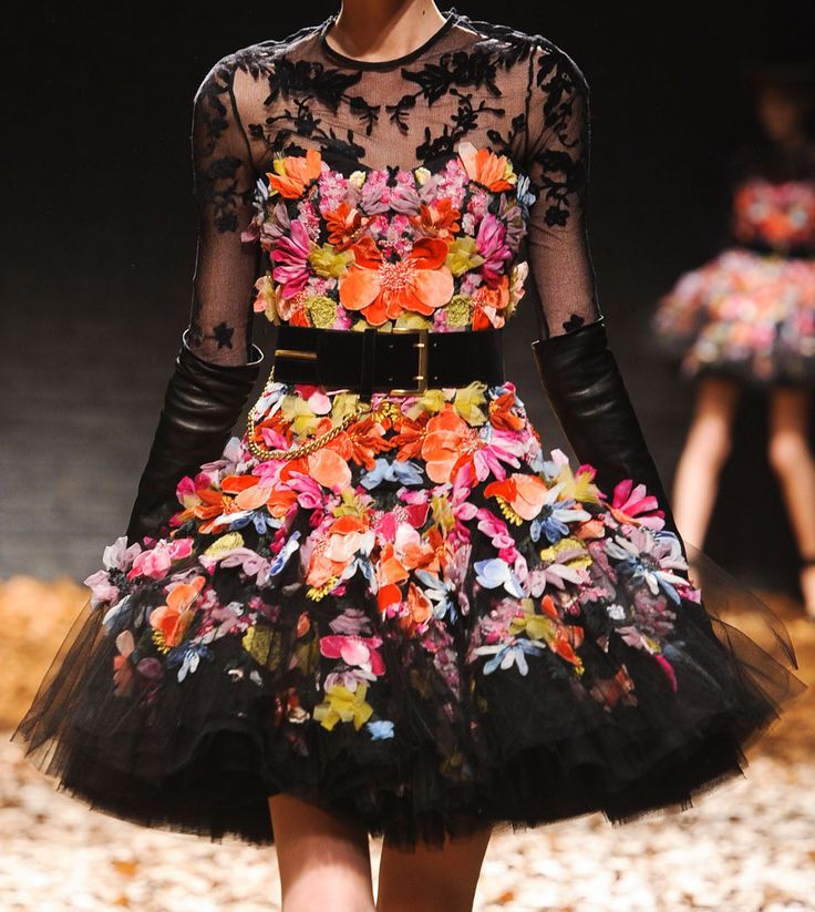 mcq: Alexander Mcqueen, Flowers Dresses, Fashion Week, Fall 2012, Mcqueen Fw, Mcq Fw, Dresses Mcqueen Inspiration, Floral Dresses, Fabrics Flowers