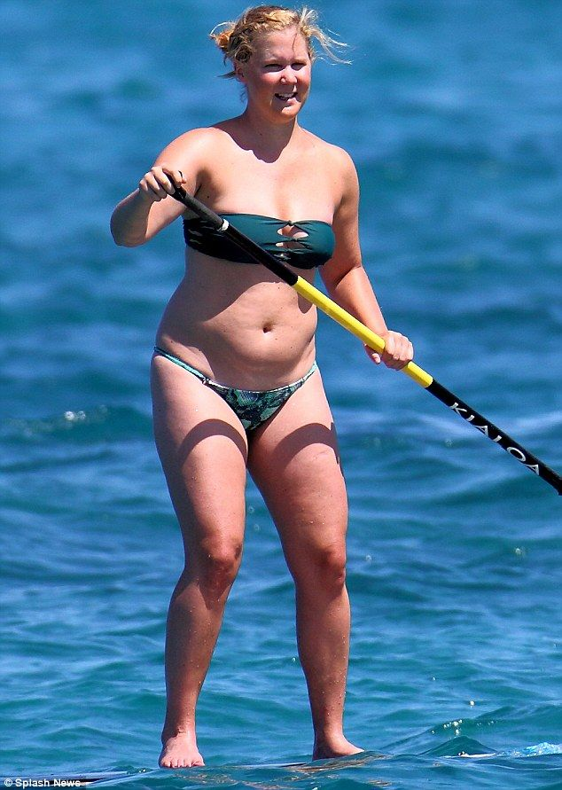 Fun in the sun: Amy Schumer was pictured enjoying a Paddle Boarding session in Kona, Hawaii on Thursday