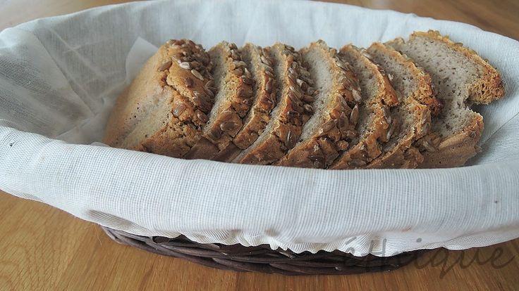 Už při upečení  pohankového perníku  jsem koketovala s myšlenkou, zda by nešel z celého zrna udělat i bezlepkový chlebík. Ta struktura by...