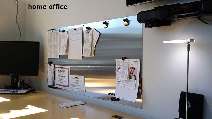tablica magnetyczna metalowa nad biurkiem meza, albo blyszczaca albo matowa (brushed metal)