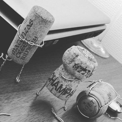 暇なんで、コルクマン達製作中⁉️ #シャンパン #コルク #moet #コルク人形 #ワイン