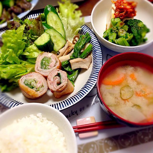 トマトを忘れて緑だらけ。水菜を豚バラで巻いて焼いて、小松菜とキノコはバター蒸し。キムチ豆腐と菜花のおひたし。 - 9件のもぐもぐ - トマトを忘れて緑だらけ。水菜を豚バラで巻いて焼いて、小松菜とキノコはバター蒸し。キムチ豆腐と菜花のおひたし。 by ayanonii
