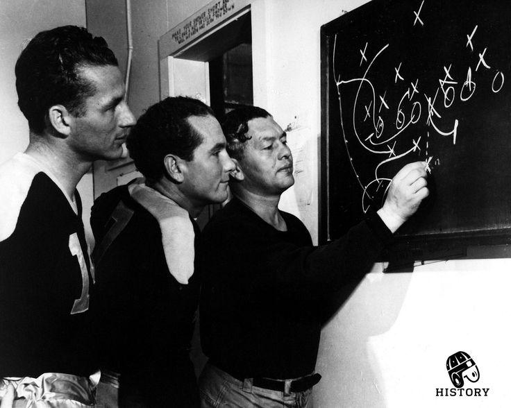 "Packer's head coach Earl ""curly"" Lambeau draws up a play (1940)"