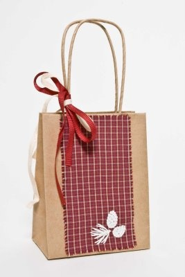 Add iron-ons to a gift bag! Great idea from SEI. :)
