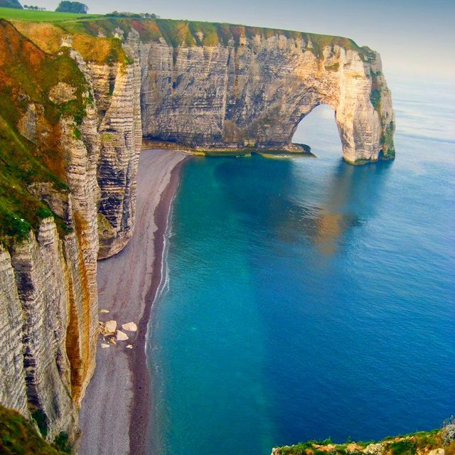 Incredible photograph of the coastline at Etretat, France