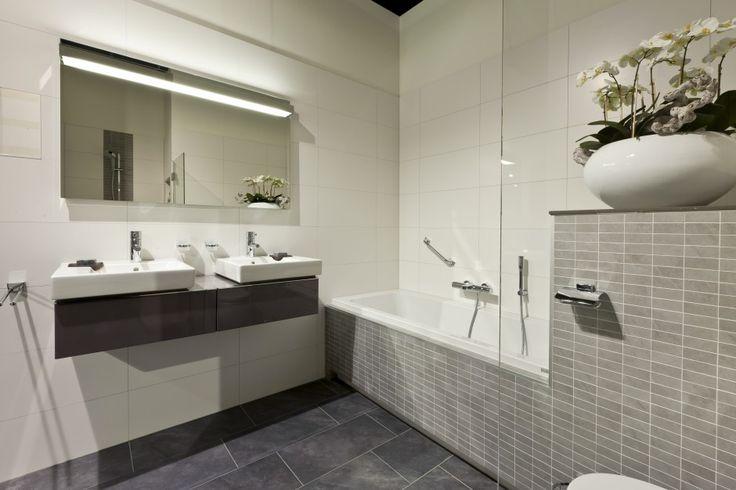 Luxe Badkamers Wit : Badkamer grijs wit antraciet met hout car