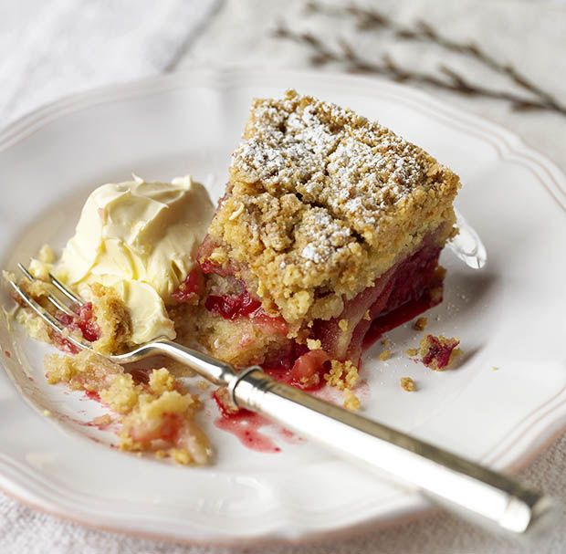 Blackberry and apple streusel  - countryliving.co.uk