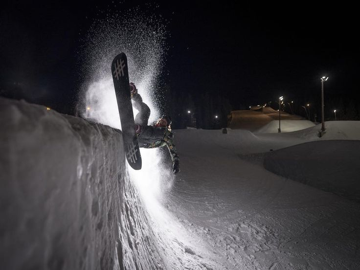 Photo by Daniel Tengs | GFX 50S | GF23mmF4 R LM WR | F4 | 1/125sec | ISO200 #snowboarding #snow #xphotographer #fujifilm