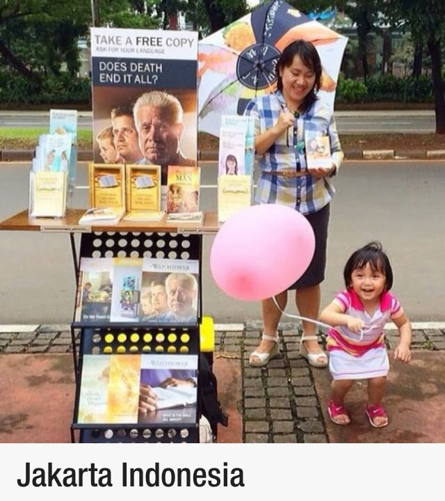 Public witnessing/Mobile literature display/trolley look at the joy in the little one!!!!!