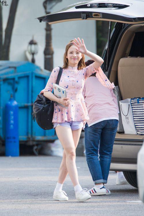 JinE de Oh My Girl vuelve para el comeback de la banda con