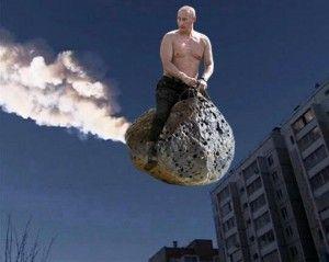 La pluie de météorite qui s'est abattue sur la Russie le 15 février 2013 a suscité de nombreuses vocations à la fois artistiques et humoristiques tel que l'illustre ce photomontage représentant le Président russe Vladimir Poutine torse nu en train de chevaucher une météorite...