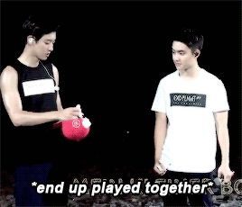 EXO'luXion 151017 : Chanyeol and D.O. playing with the confetti (4/6)