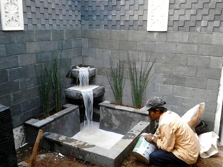 gambar kolam ikan air terjun mini dalam rumah fish pond