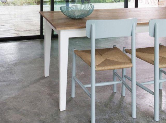 Une chaise esprit campagne Ambiance maison de campagne avec cette chaise à l'assise en osier et sa teinte bleue pastel. Lot de 2 chaises, 329 €, AM.PM