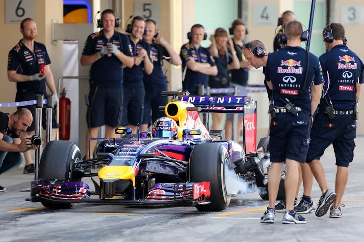SAINZ Carlos (SPA), Red Bull Renault Rb10 action during the 2014 Formula One Rookies tests, at Yas Marina circuit from November 25 to 26th, 2014, Abu Dhabi.
