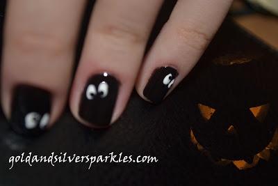 http://www.goldandsilversparkles.com/2012/10/i-see-you.html #beautyblog #nails #blogs #notd