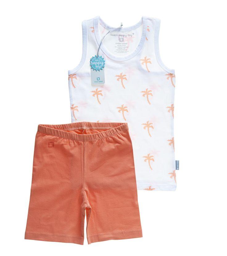 Leuke peach palmprint pyjama voor meisjes! Verkrijgbaar in kids en baby maten. www.littlelabel.nl