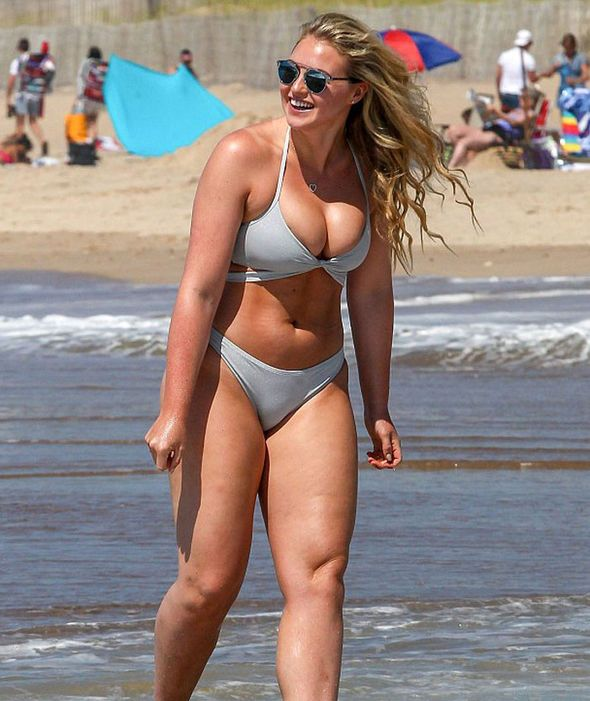 Model Iskra Lawrence sexiest pictures | Bikini frauen