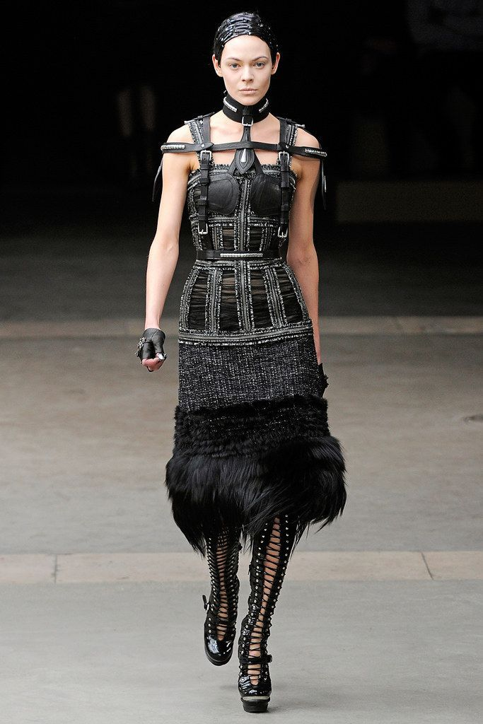 c471527d652 Alexander McQueen Fall 2011 Ready-to-Wear Fashion Show - Kinga Rajzak (IMG)