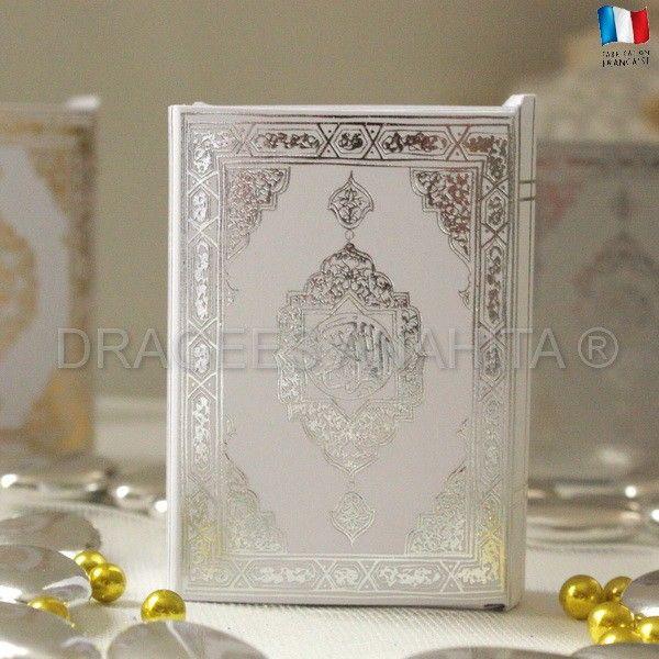 Un mini Coran à dragées blanc pour offrir à vos amis et famille lors de voter mariage oriental ou pour fêter la circonsicion de votre fils.