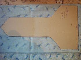 Frutos do meu trabalho     1º - Passo- Corte o molde em papel cartão ou cartolinas, medidas, 30cm de altura x 17 de comprimento e parte de...